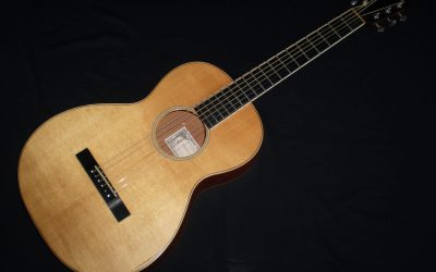 2003 Larrivee O-01 Mahogany  –  £1099